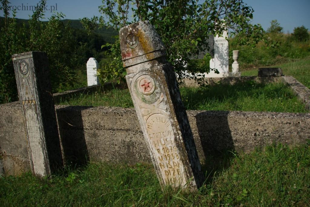 Bośnia i Hercegowina, Kulen Vakuf, cmentarz muzułmański tuż pod twierdzą Ostrovica.